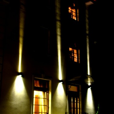 Twin Beam Elevation LED lamp - bidirectional diffusing